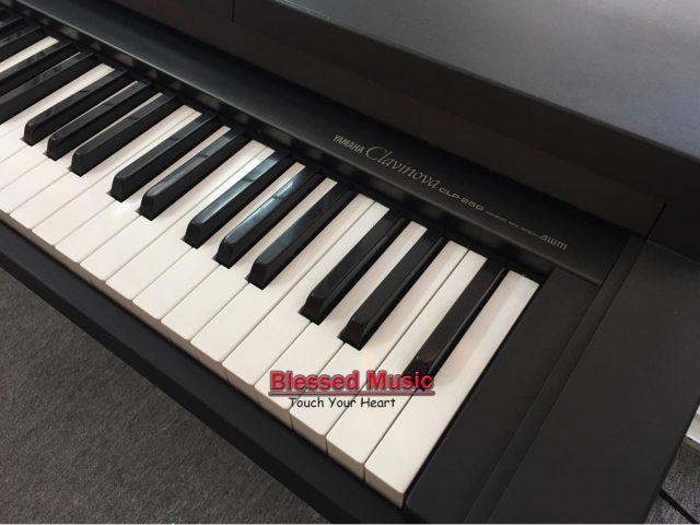 Đàn Piano Yamaha CLP 250
