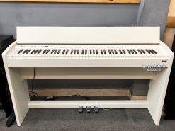 Piano Roland F 110